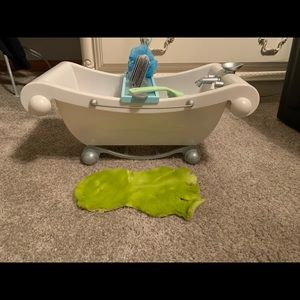 Retired American girl bath tub set